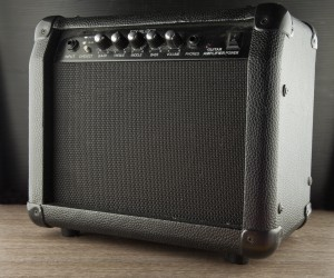 Solid-state guitar amp